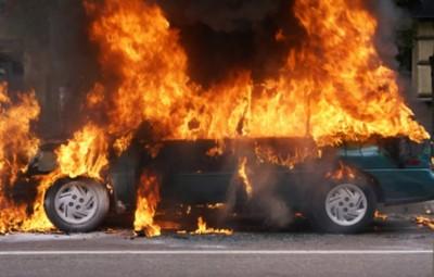 un-autoturism-a-ars-in-totalitate-in-trafic-4137