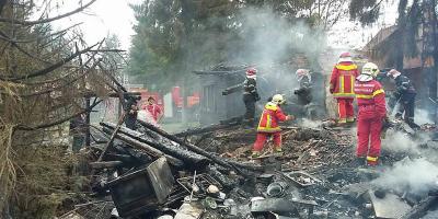Trei-case-de-vacanță-mistuite-de-un-incendiu,-în-Sântimbru-Băi