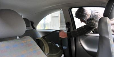 furt-geanta-din-masina-650x435