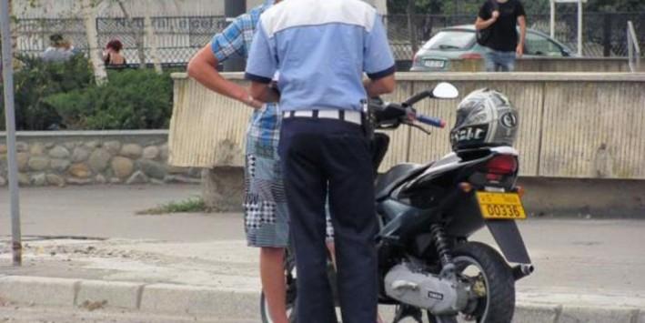 tanar-de-16-ani-din-craciunelu-de-jos-cercetat-de-politistii-din-blaj-dupa-ce-a-fost-surprins-conducand-fara-permis-un-moped-pe-raza-comunei